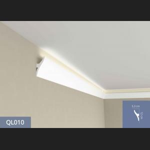 Lichtband mit Stuck QL010